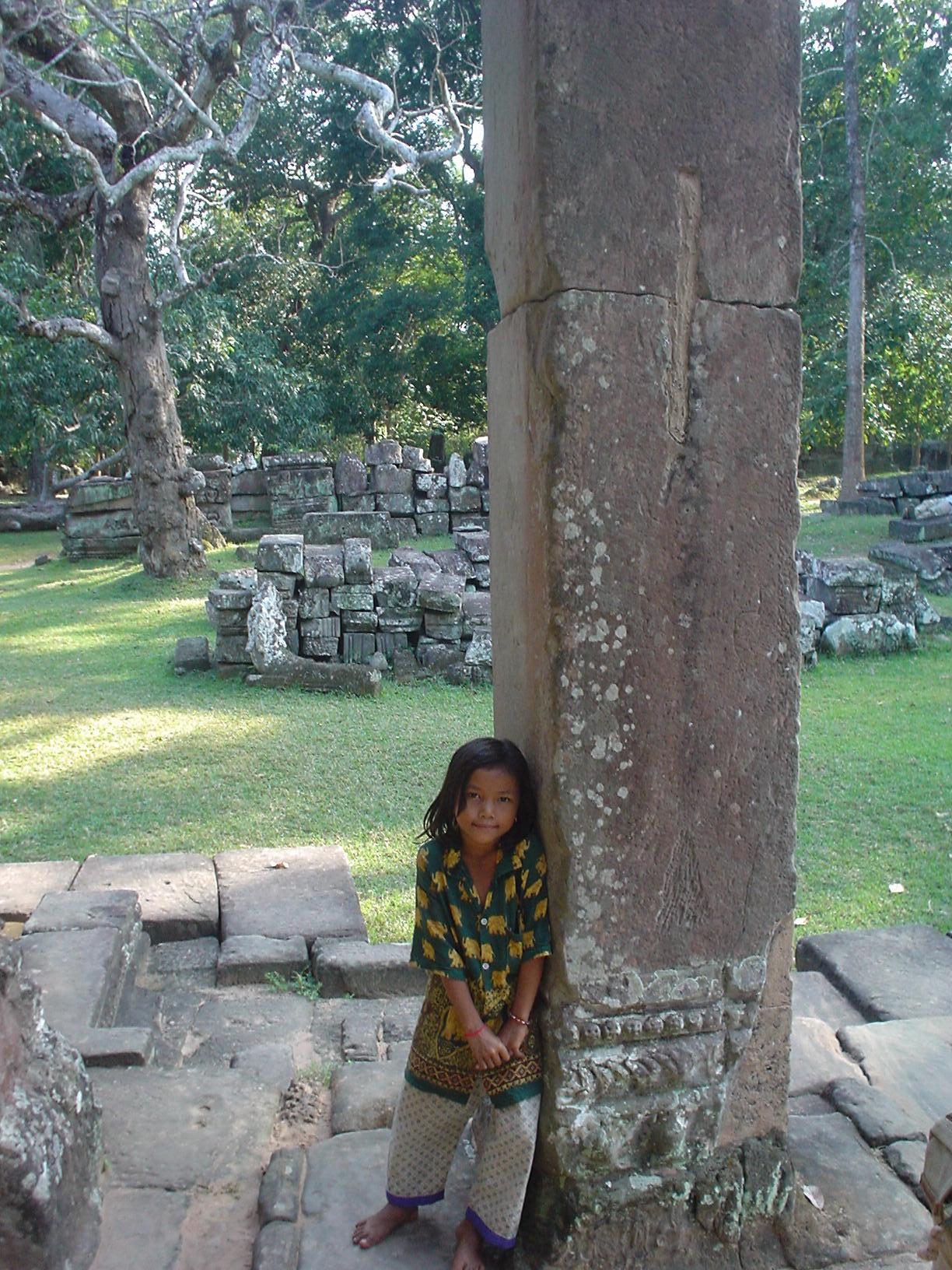 Siem Reap (Camboya) - Niña en untemplo