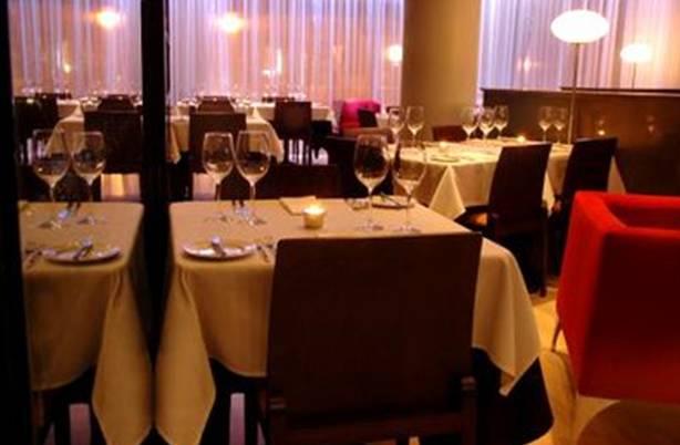 Restaurante Messina Marbella - Detalle de mesa de dospersonas