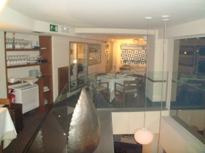 Otra perspectiva del restaurante en la planta superior