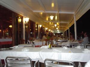Vista Vista general de la terraza del Restaurante Es Pla - Fornells (Menorca)