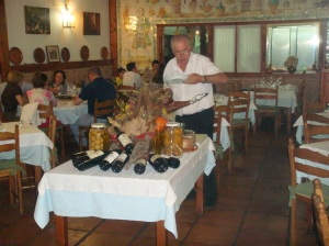 Vista general del comedor del restaurante Asador La Fuente - Miraflores de la Sierra - Madrid