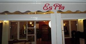 Letrero del Restaurante Es Pla - Fornells (Menorca)