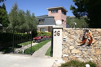 Hotel Parada del Rey - Miraflores de la Sierra - Entrada al Hotel