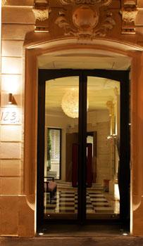 Entrada al Hotel Le 123 - Paris